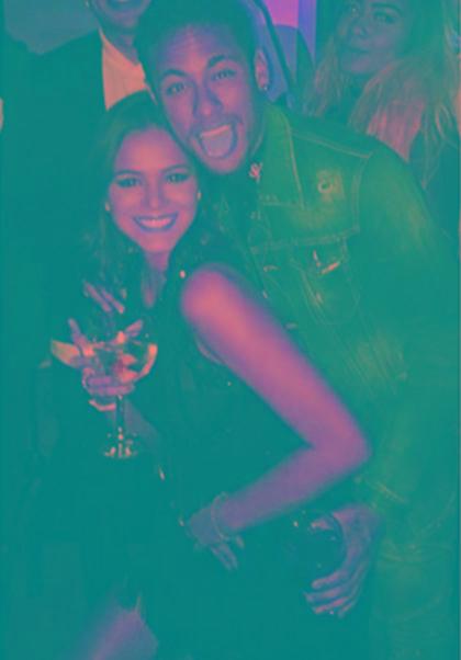 Bruna Marquezine curte comentários em foto de Neymar e Demi Lovato