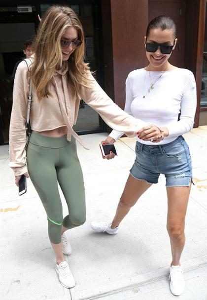 Gigi y Bella Hadid se reencuentran y pasean felices por Nueva York