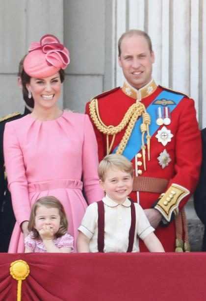 Mira lo mucho que se aburrió el Príncipe George en la celebración del cumpleaños de su abuela
