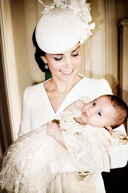 Palácio de Kensington divulga fotos do batizado de princesa Charlotte