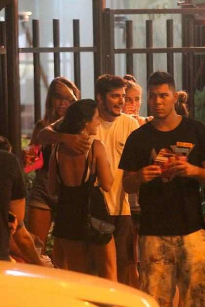 Bruno Gissoni posta foto com Yanna Lavigne após noitada no Rio de Janeiro