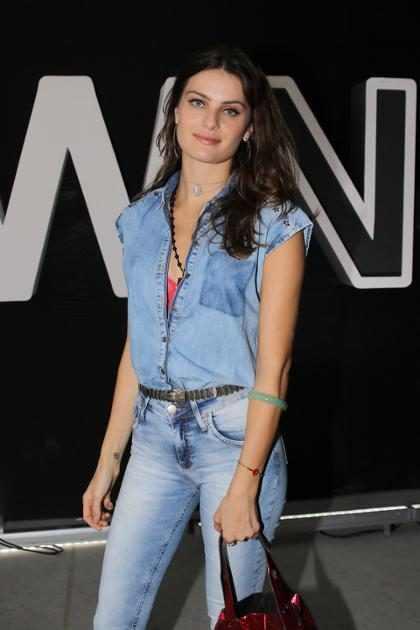 Isabeli Fontana revela como se sentia em seus primeiros desfiles