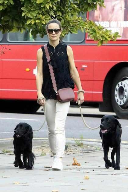 Pippa Middleton da un paseo con sus mascotas por las calles de Londres