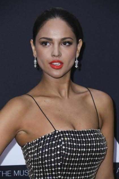 ¿Eiza González cambió radicalmente de look para convertirse en Gatúbela?