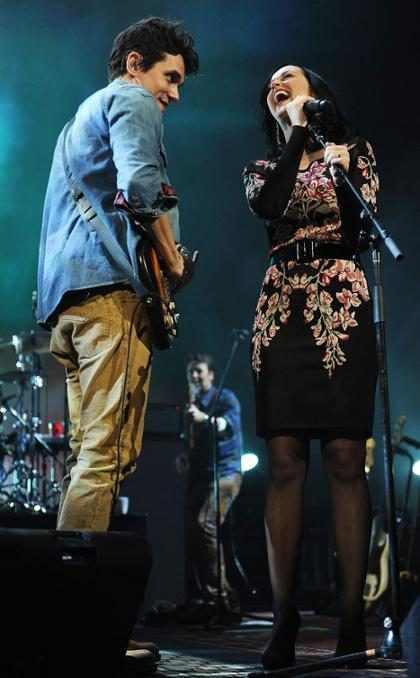 Katy Perry e John Mayer cantam juntos ao vivo pela primeira vez