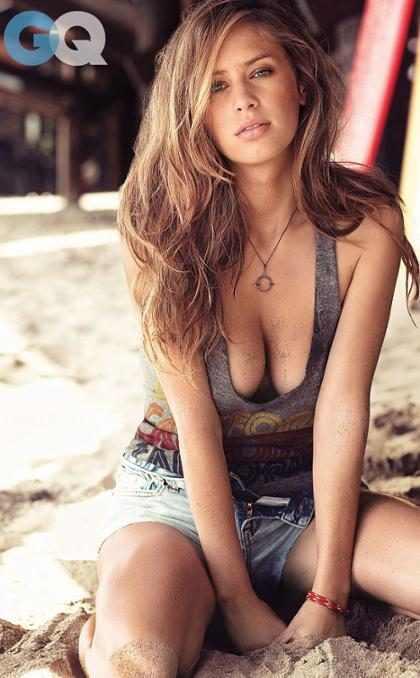 Ex-namorada de Robert Pattinson pode posar nua para Playboy