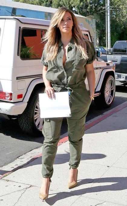Kim Kardashian aparece mais magra durante almoço
