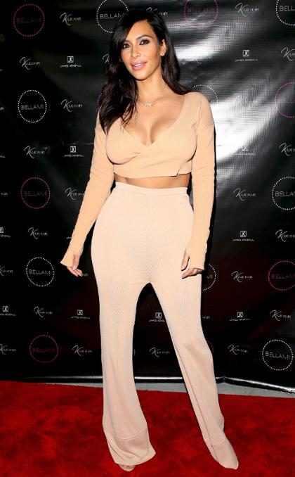 Kim Kardashian mostra North West tomando seu primeiro chocolate quente