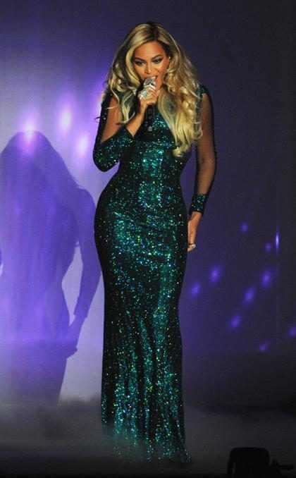 Beyoncé sobre el escenario de los Brit Awards 2014