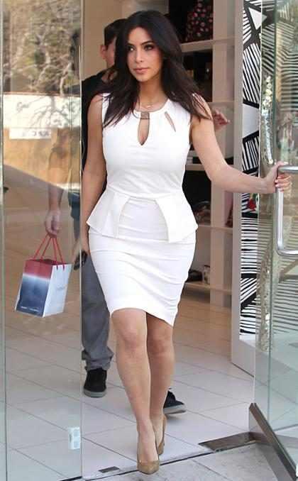 Kim Kardashian corta o cabelo e muda o visual
