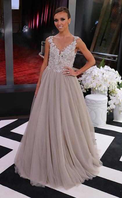Zíper de vestido de Giuliana Rancic quebra ao vivo