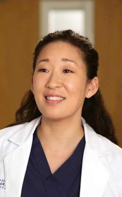 Sandra Oh, eterna Cristina Yang, revela se voltaria para Grey's Anatomy