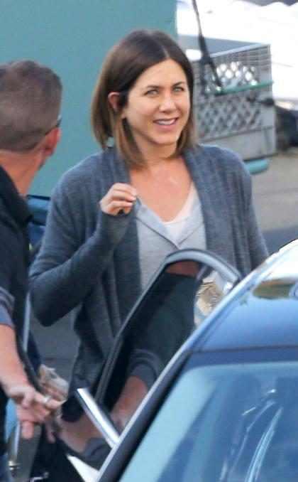 Jennifer Aniston diz que luta para manter cabelo liso
