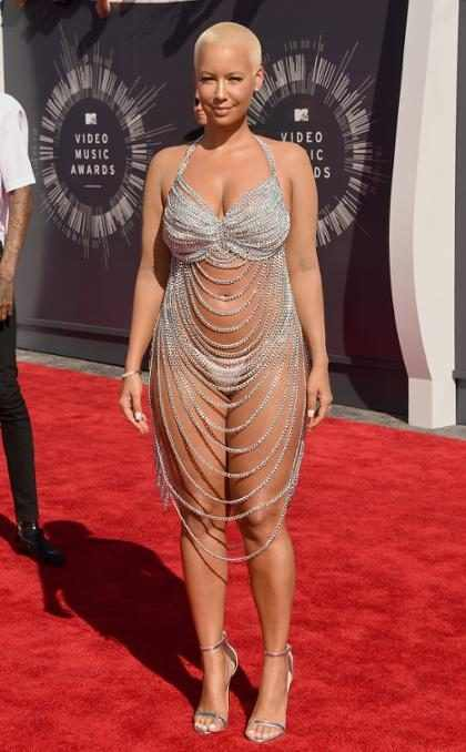 OMG! Amber Rose llegó a los MTV VMAs casi desnuda (+ Fotos)