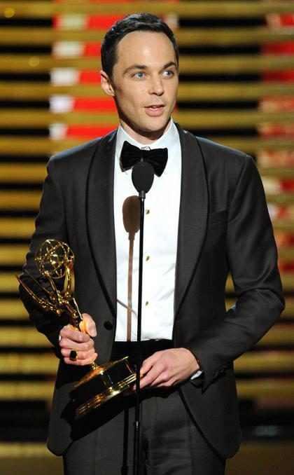 Jim Parsons ganha Emmy 2014 de melhor ator e agradece ao pai