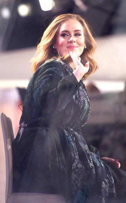 Álbum 25, de Adele, é o mais vendido na primeira semana