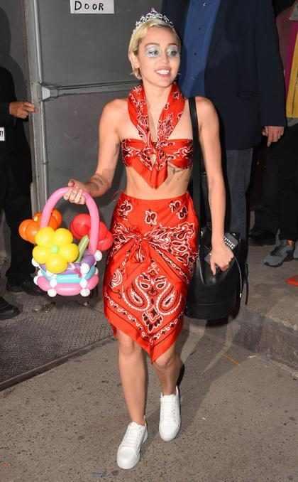 Miley Cyrus lança a música Tiger Dreams