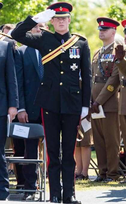 Príncipe Harry viaja de classe ecônomica para a África do Sul