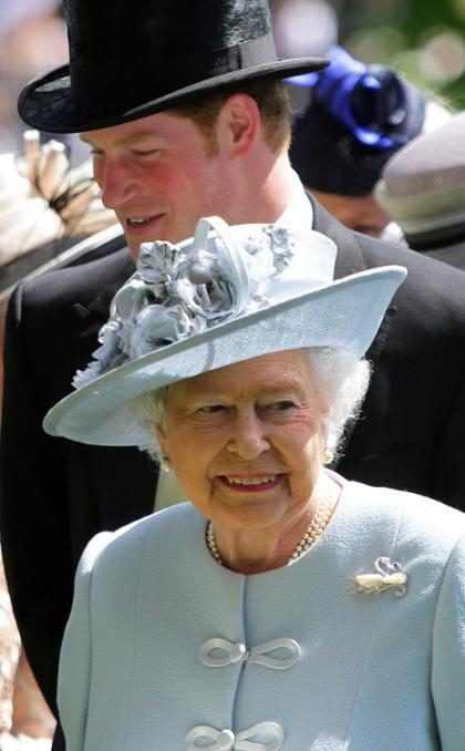 Príncipe Harry diz que sempre viu a Rainha Elizabeth II como chefe