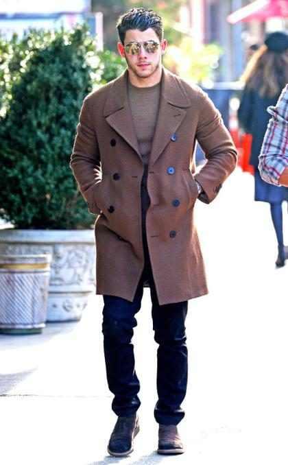 El frío neoyorquino convierte a Nick Jonas en todo un modelo por las calles de la gran manzana
