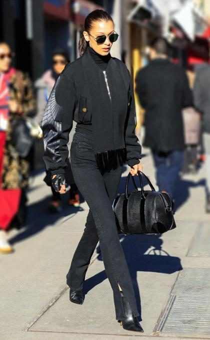 Martes de negro: Bella Hadid pasea por las calles de Nueva York