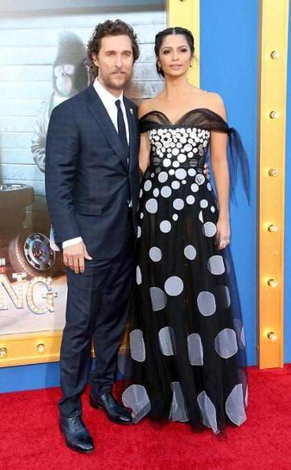 Matthew McConaughey e Camila Alves levam filhos à première de Sing