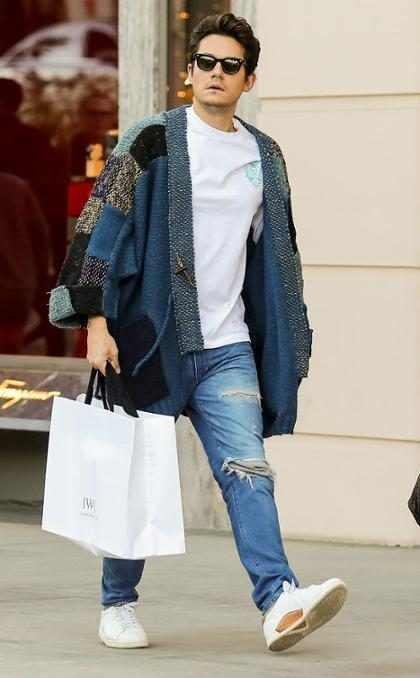 John Mayer comienza con sus compras de Navidad