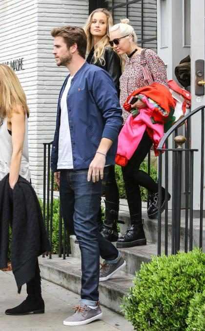 Miley Cyrus e Liam Hemsworth são flagrados juntos após retomarem noivado