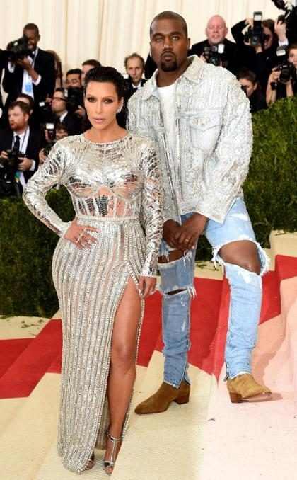 Kim Kardashian comparte una nueva e inusual foto familiar con sus tres hijos y Kanye West