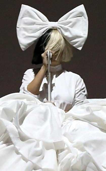 Sia lança a música To Be Human, da trilha sonora de Mulher-Maravilha