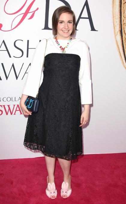 Lena Dunham se disculpa por defender a un guionista de <i>Girls</i> acusado de violaci&oacute;n