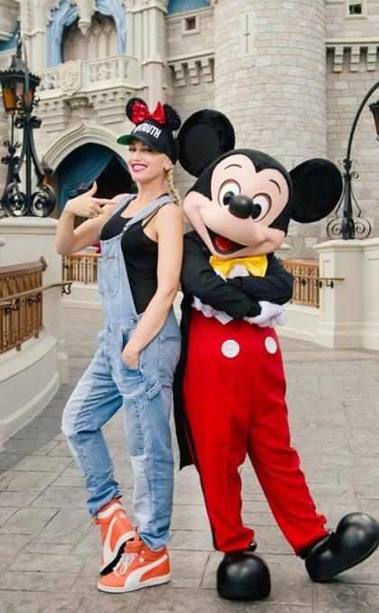 Gwen Stefani de visita en Disneylandia