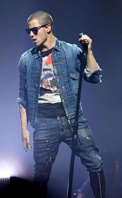OMG! Y es así como un día Nick Jonas salió del closet… (+ Video)