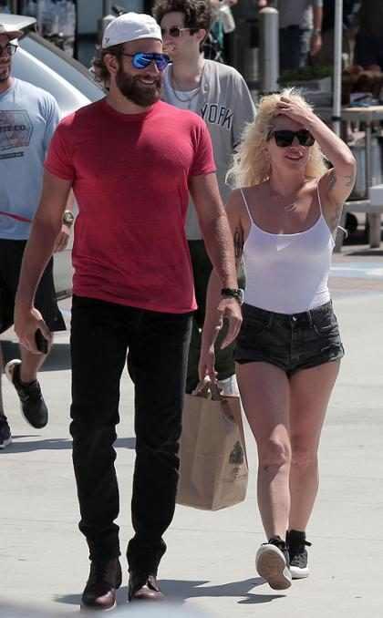 &iexcl;Mira la primera imagen de Bradley Cooper y Lady Gaga como protagonistas de <i>A Star is Born</i>! (+ Foto)