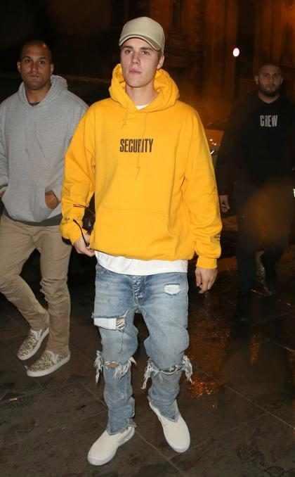 Justin Bieber se irrita e pede para fãs pararem de gritar em show