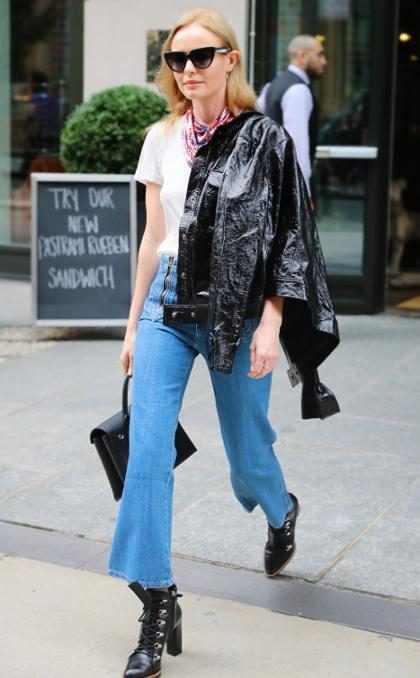 ¡Olvídate de los skinny! Lleva los jeans bota ancha como toda una celebridad