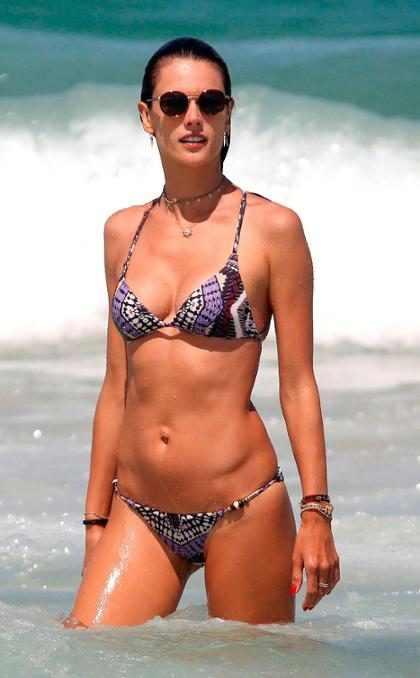 Alessandra Ambrosio hace subir las temperaturas en las playas de Brasil
