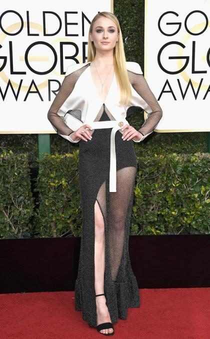 Sophie Turner se transforma en <i>femme fatale</i> en el primer tr&aacute;iler de <i>Josie</i> &iexcl;M&iacute;rala!