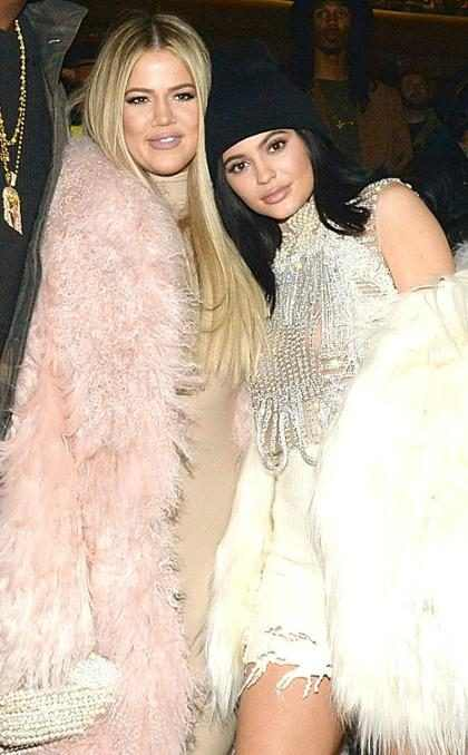 Kylie Jenner parabeniza Khloé Kardashian pelo nascimento da primeira filha