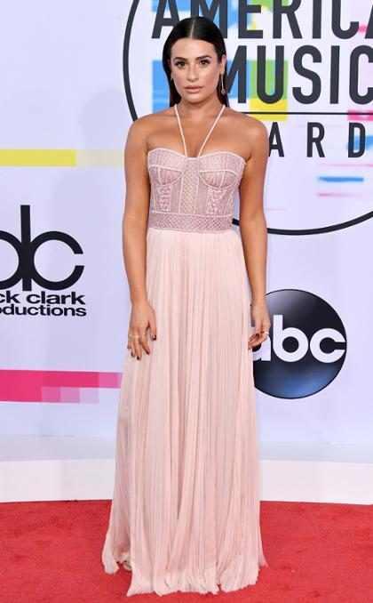 Os famosos no tapete vermelho do American Music Awards 2017