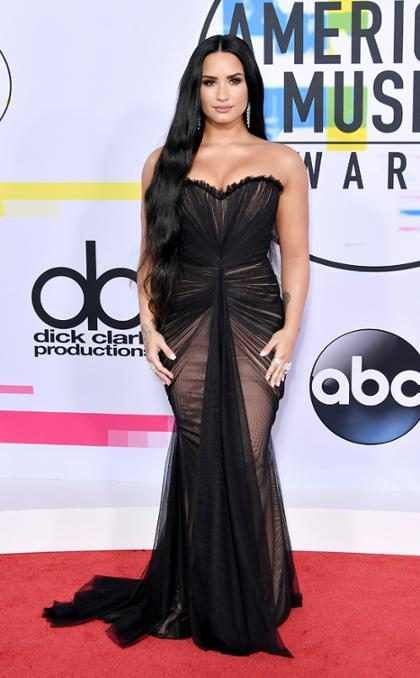 Demi Lovato arrasa ao se apresentar no American Music Awards 2017