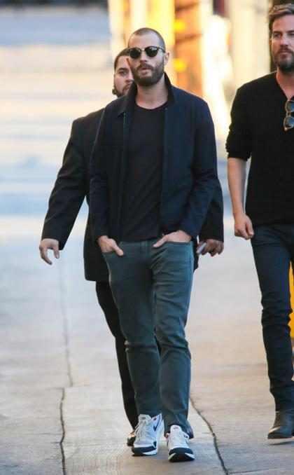 Jamie Dornan pasea con su nuevo look por Los Ángeles