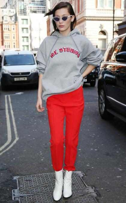 Bella Hadid demuestra que no siempre hay que usar vestidos de alta moda para lucir con glamour