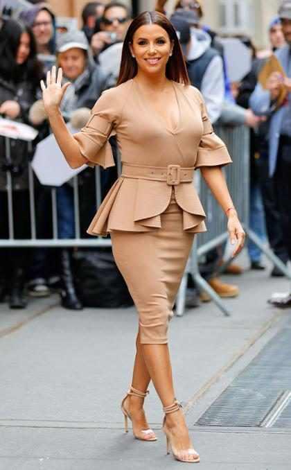 Eva Longoria y todas sus curvas saliendo de una entrevista televisiva en Nueva York