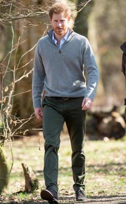 El Príncipe Harry luciendo súper guapo mientras intenta salvar el medio ambiente