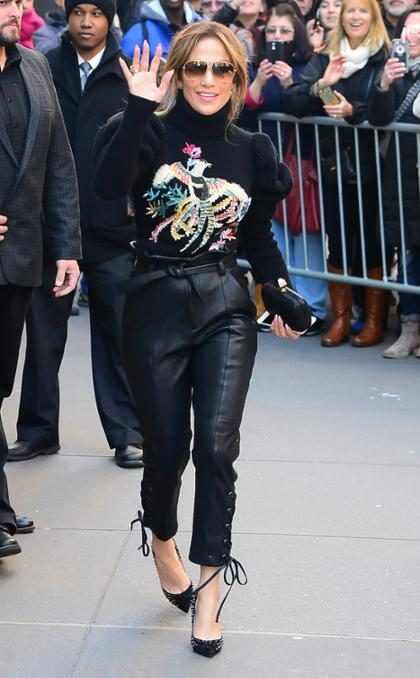 Jennifer Lopez luciendo feroz durante su llegada al Today Show