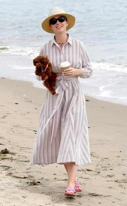 Katy Perry se pasea por la playa con su amado cachorro Nugget