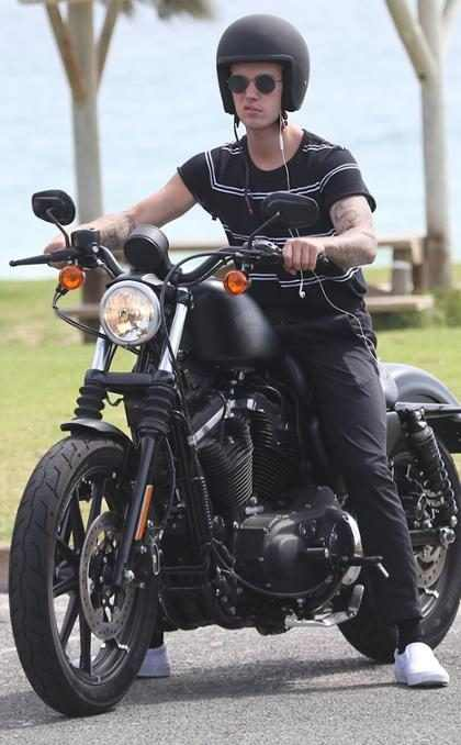 Justin Bieber se toma un break de su tour por Australia y da un paseo en motocicleta