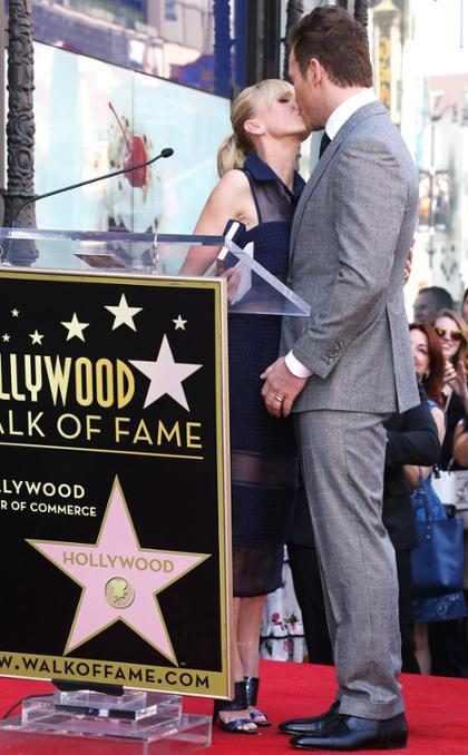 Chris Pratt celebra con Anna Faris su estrella en el Paseo de la Fama de Hollywood