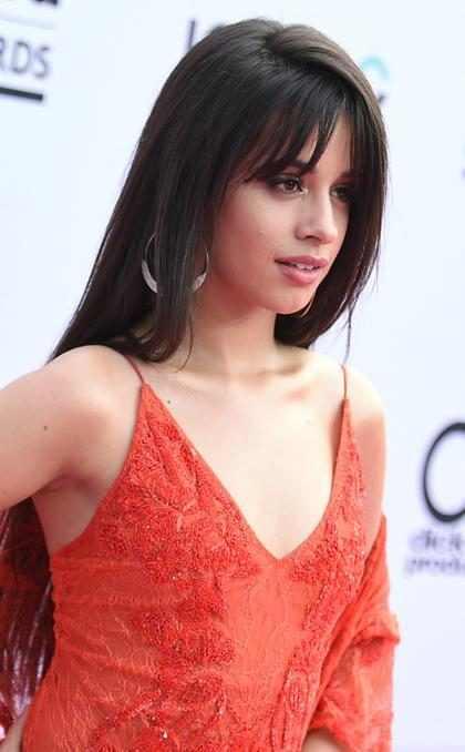 Camila Cabello é o rosto da nova campanha da marca Guess